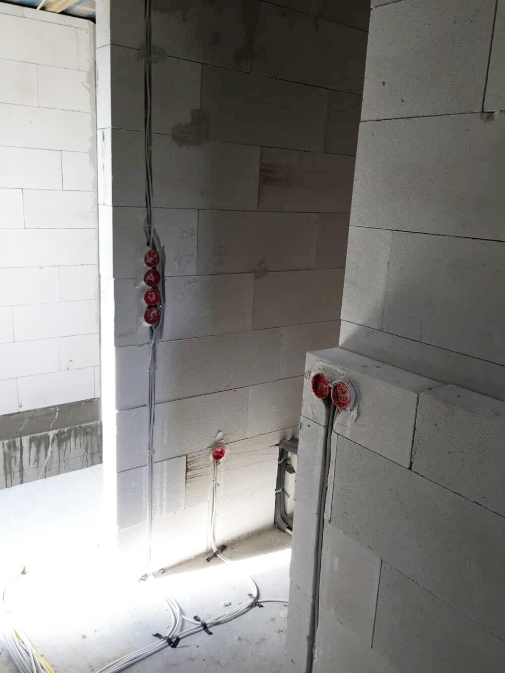 Unterputz Radio - Rohbauinstallation für das Steckdosen Radio und den Lautsprecher in unserem neuen Badezimmer