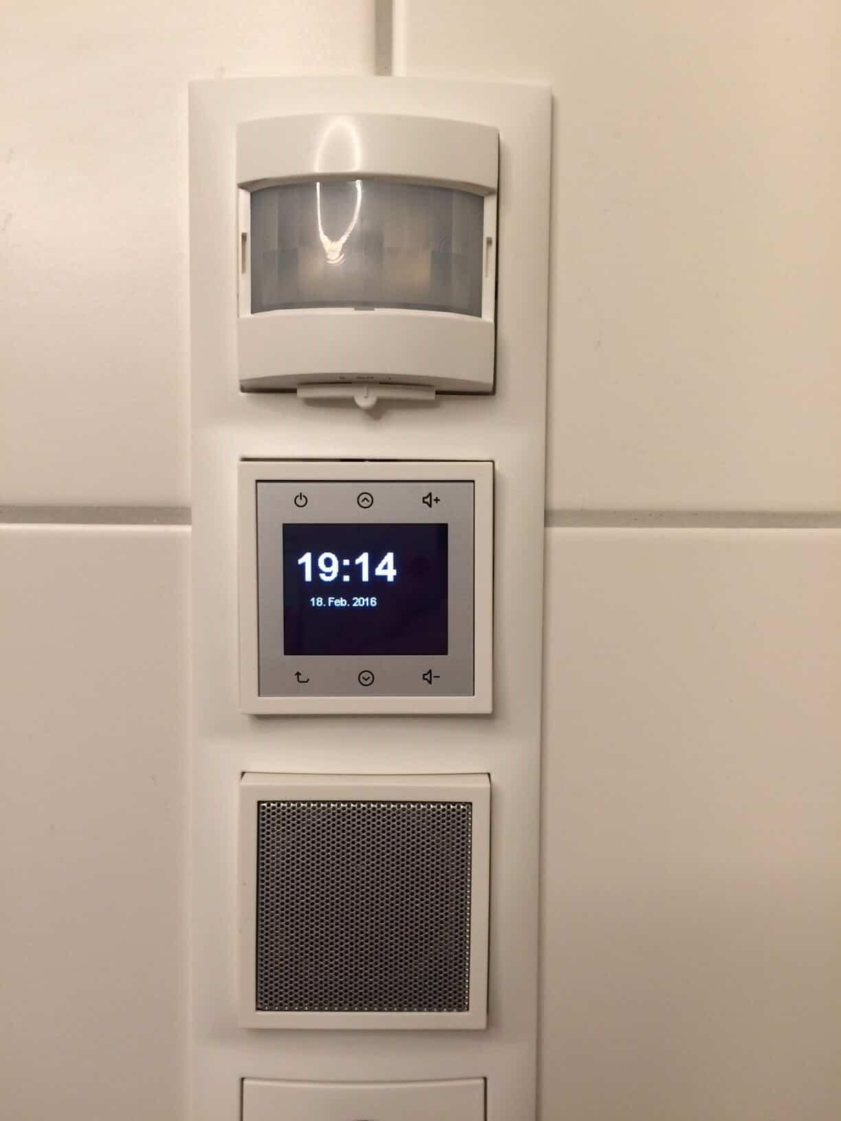 Steckdosenradio mit Lautsprecher und Bewegungsmelder - Unser Erfahrungsbericht zum Badezimmerradio