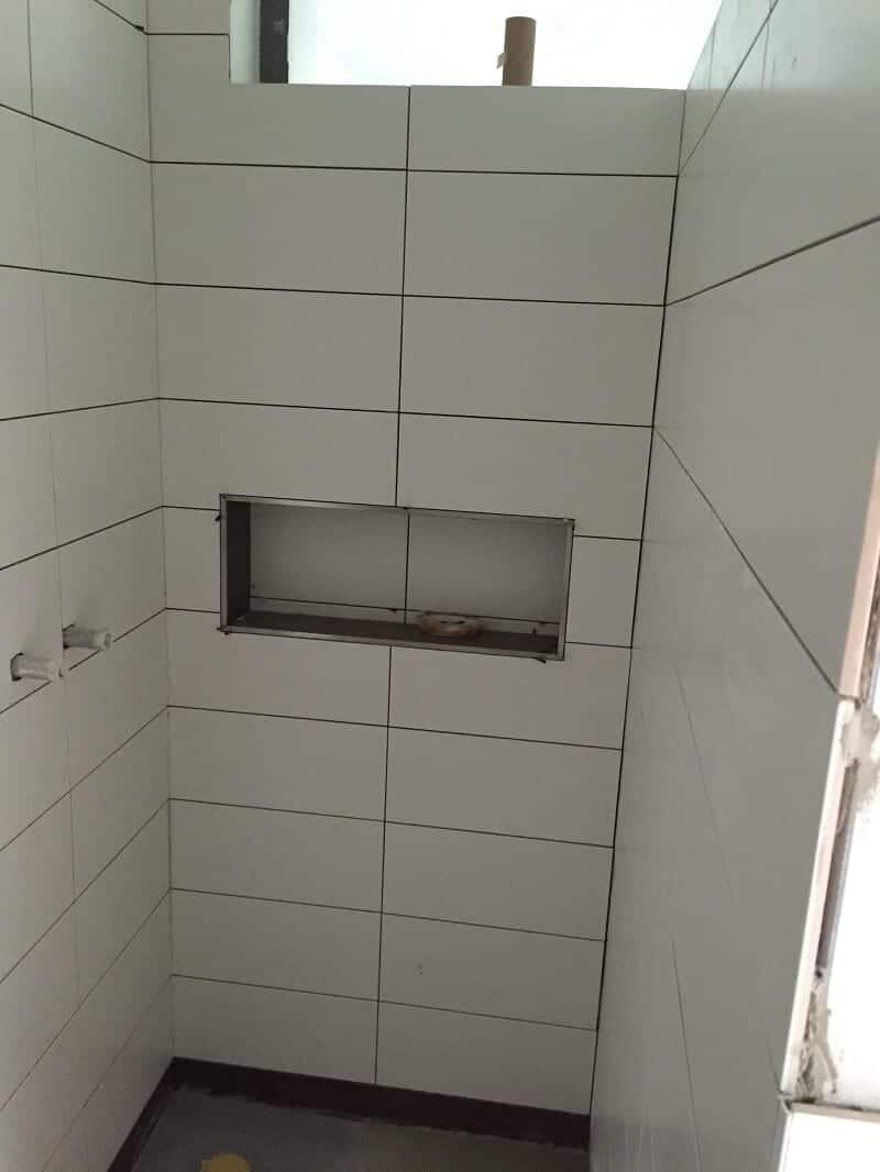 duschablage unser ablagefach in der gemauerten dusche. Black Bedroom Furniture Sets. Home Design Ideas