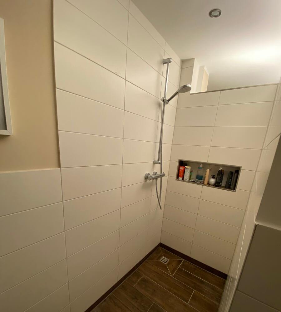 Begehbare Dusche gemauert mit Ablage - Informationen, Kosten und Bilder zum Rohbau