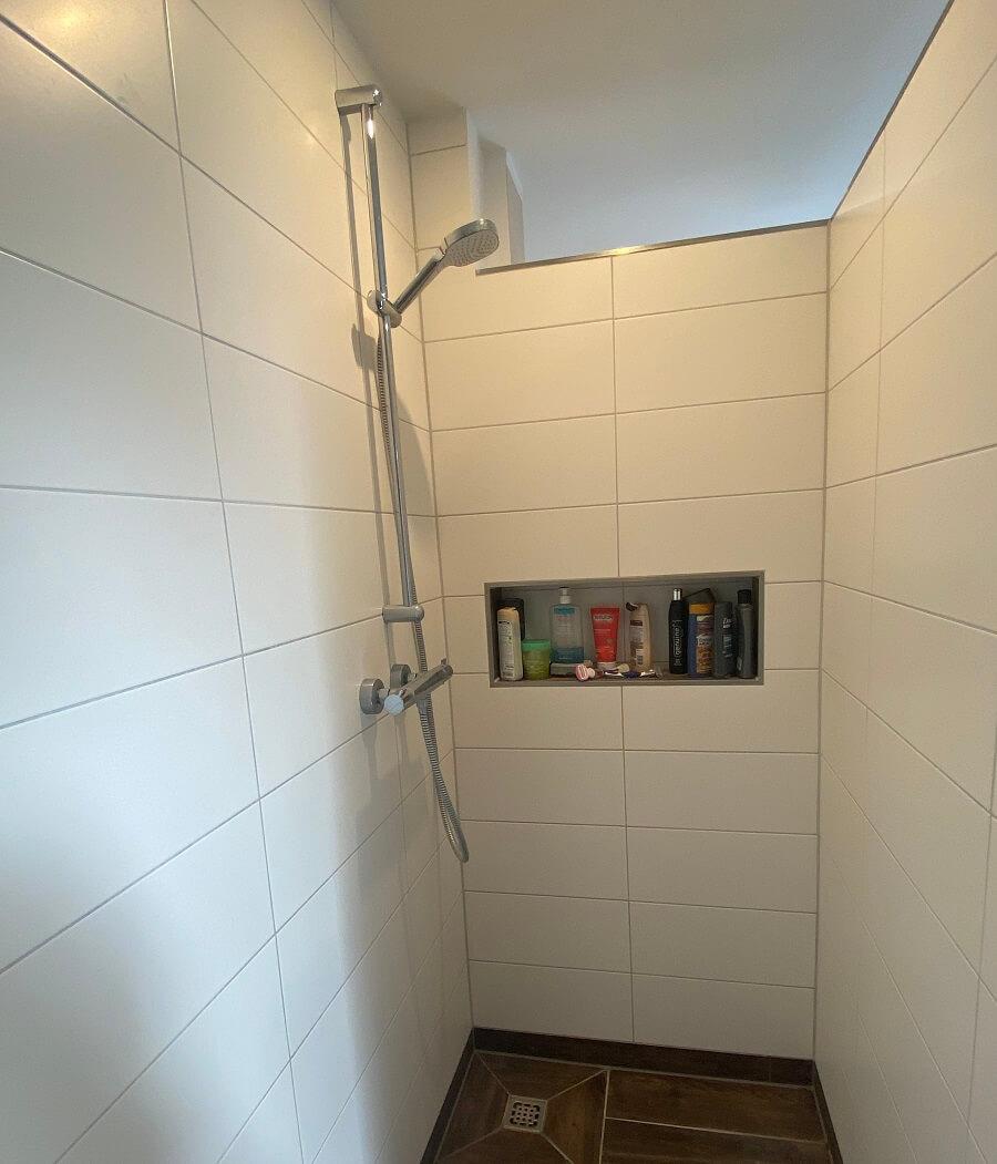 Duschnische - Wir haben in der gemauerten Dusche eine Duschablage einbauen lassen und lieben sie