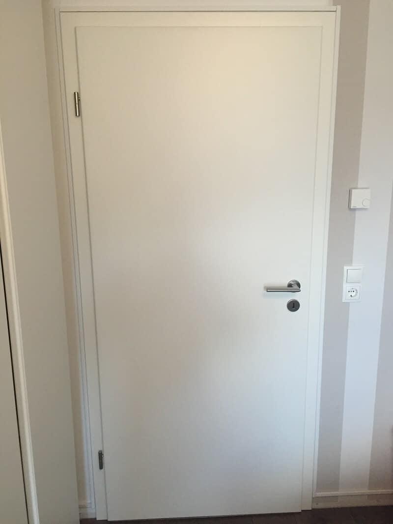 Wir haben uns bei unserem Hausbau für schlichte, weiße Innentüren entschieden