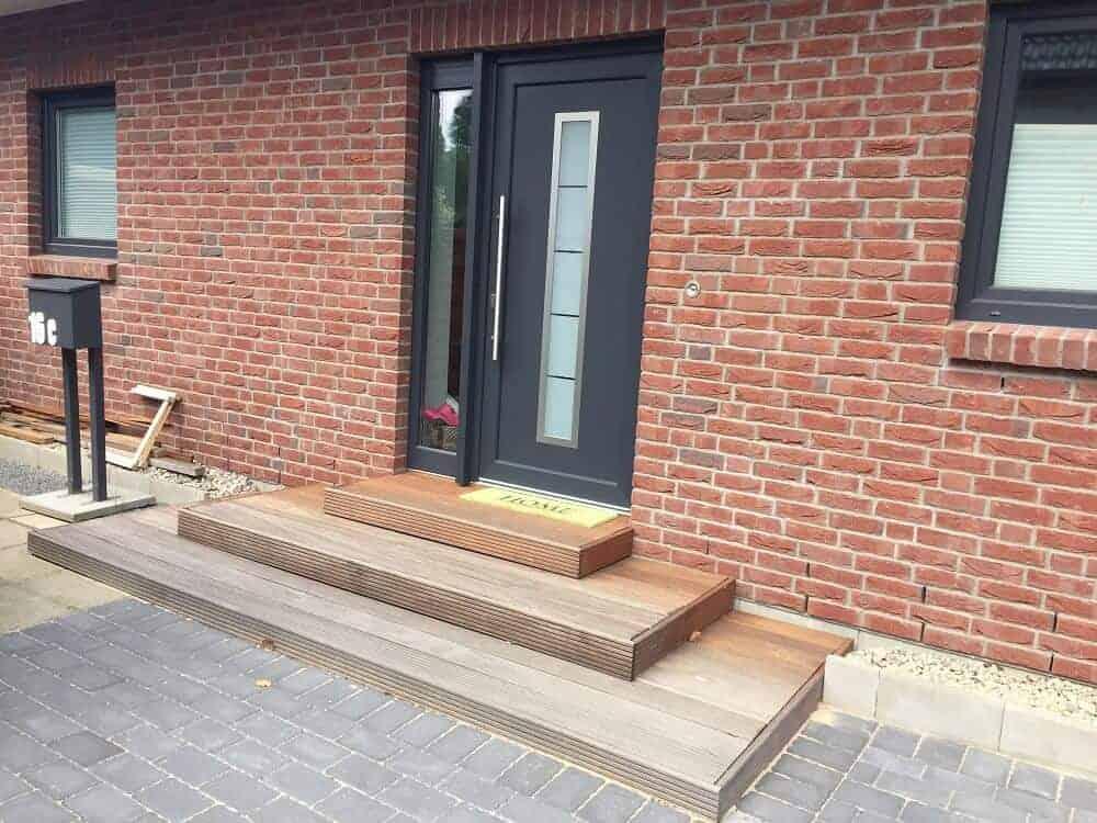 Hauseingang gestalten - Die selbergebaute Außentreppe ist fertig