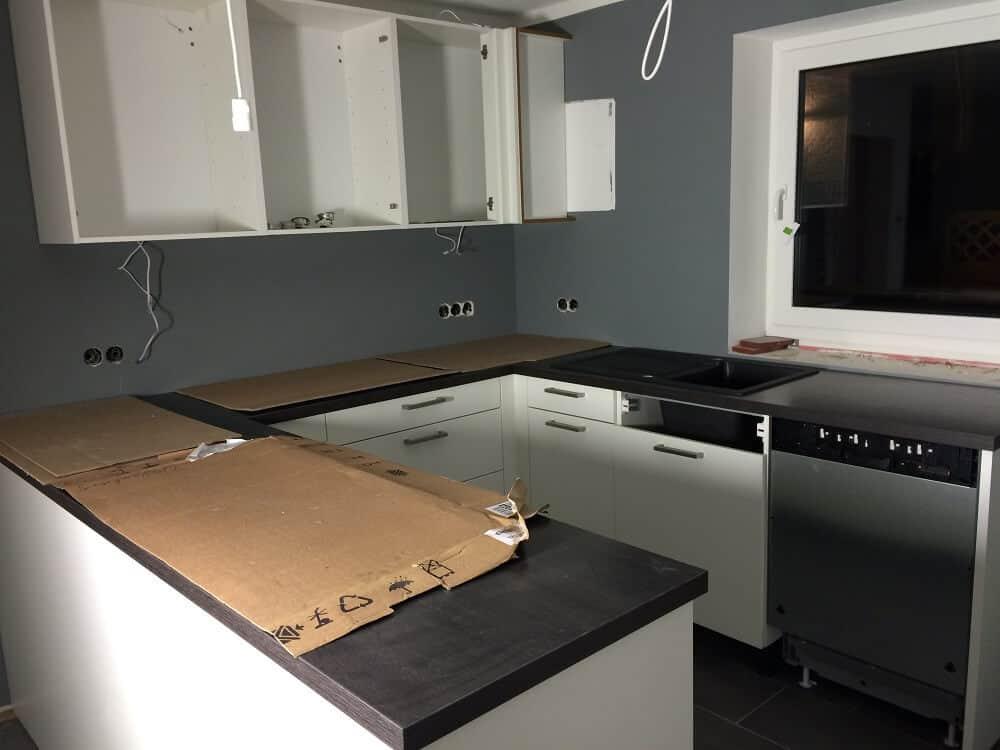 Küche nach dem Streichen eingebaut