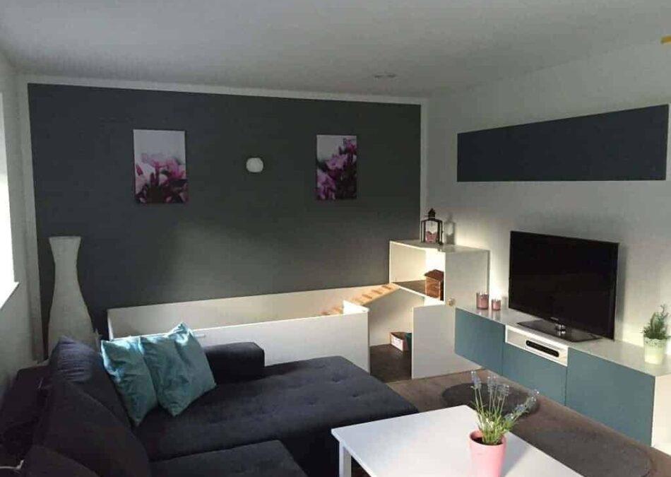 hasenstall selber gebaut und ins wohnzimmer integriert