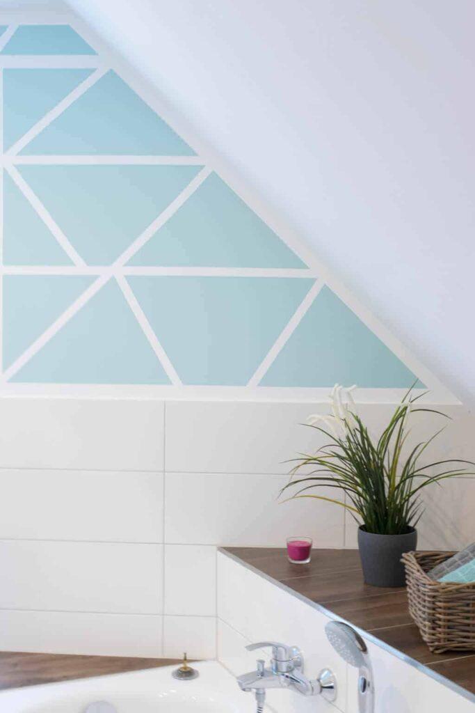 Türkis gestrichene Wände im Badezimmer