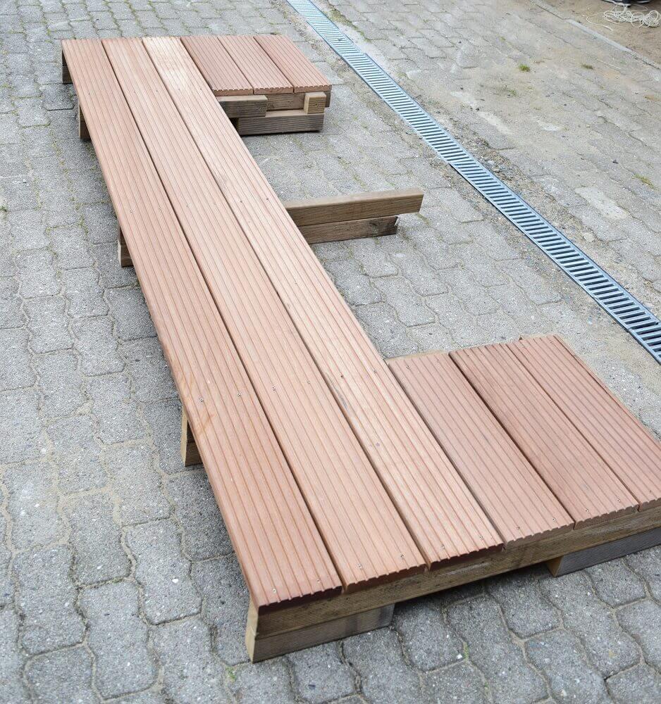Das mittlere Treppenelement für die selbstgebaute Außentreppe