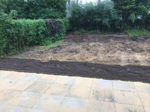 Der Mutterboden wird aufgeschüttet