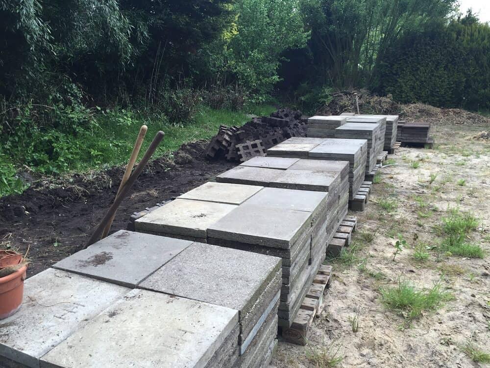 gestapelte gehwegplatten für die terrasse