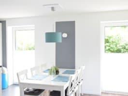 Wohnzimmer mit IKEA Möbeln und neuer Deckenleuchte