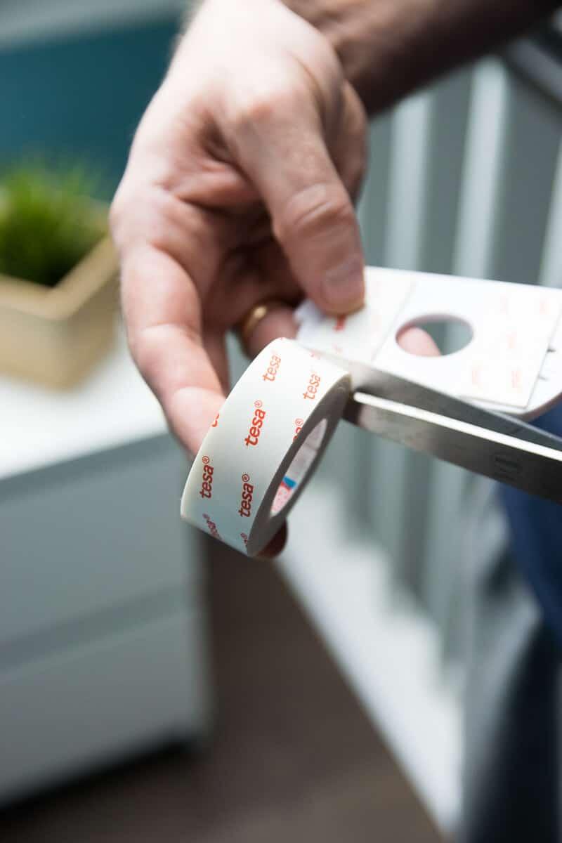 tesa Montageband für die Anbringung von Rauchmeldern genutzt