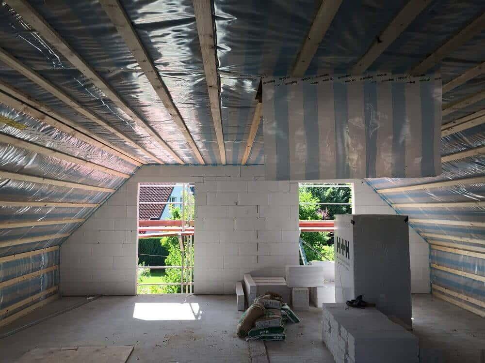 Dach, Oberschoss und Dachboden sind fertig isoliert