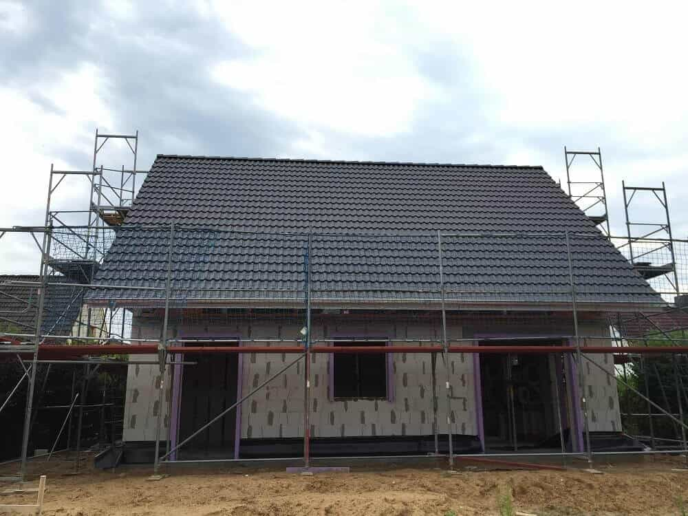 Dacheindeckung mit Dachpfannen abgeschlossen