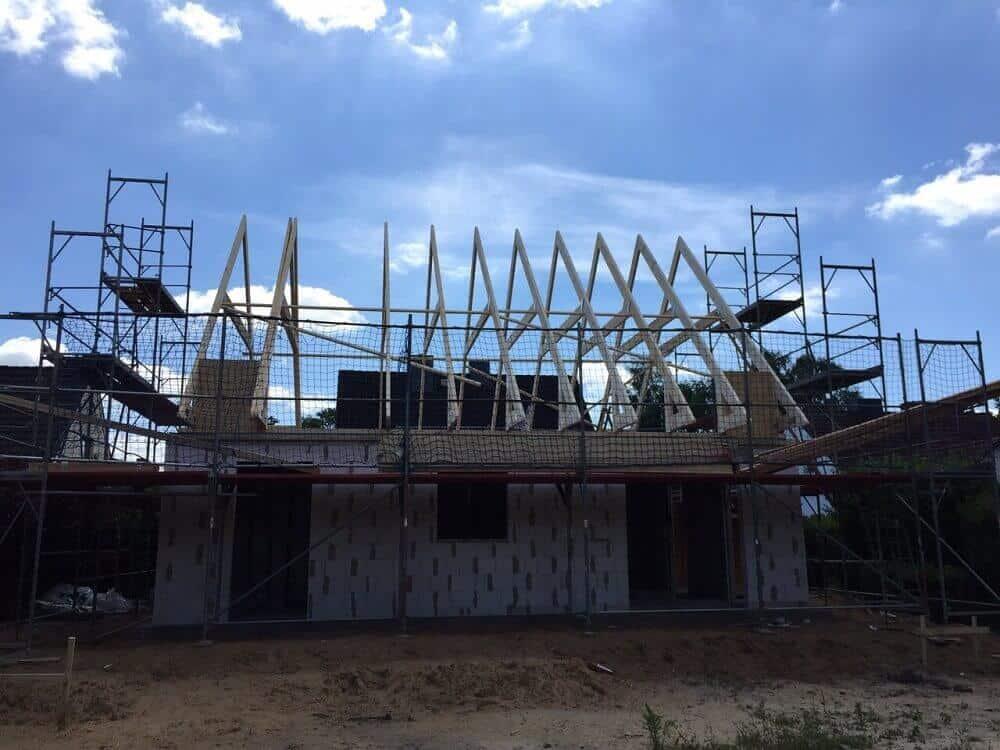 Der Dachstuhl für das Satteldach nimmt Formen an