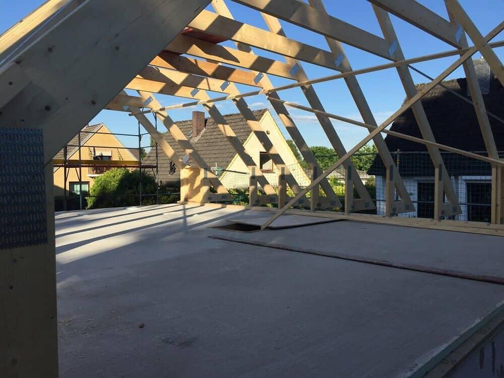wir erhalten ein dach dachstuhl dachlattung d mmung dachpfannen. Black Bedroom Furniture Sets. Home Design Ideas