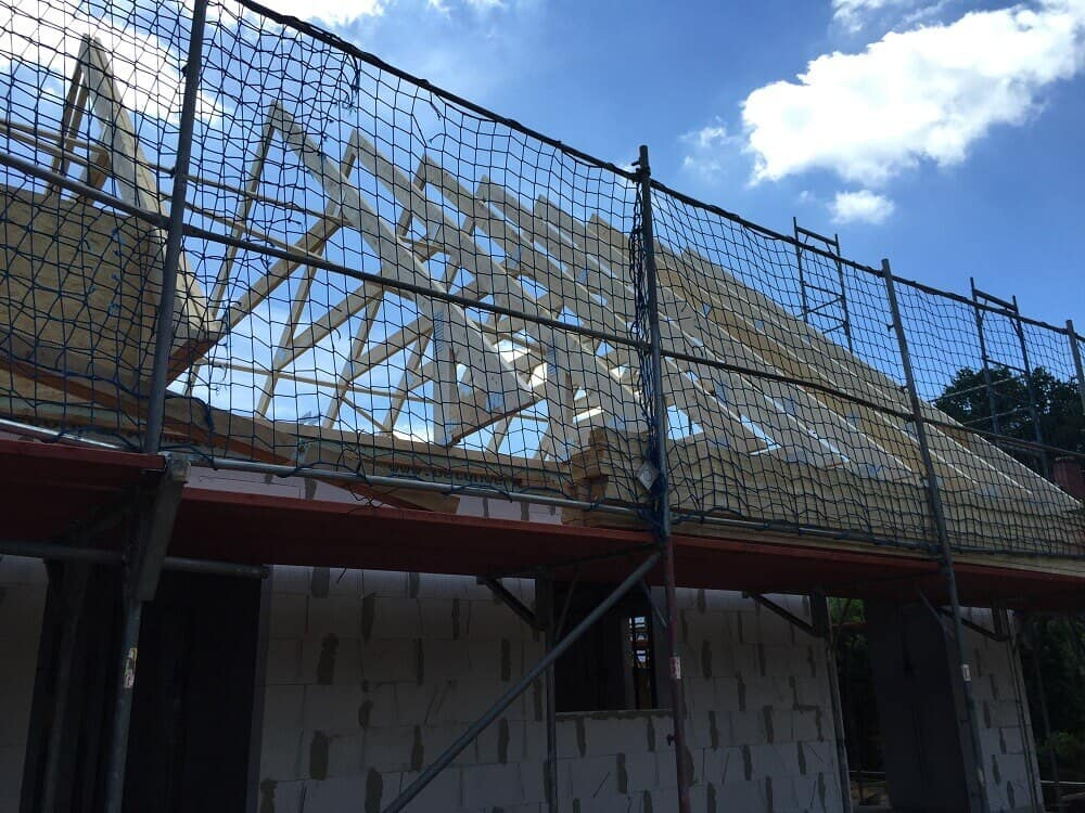 Der Dachstuhl wird aufgebaut