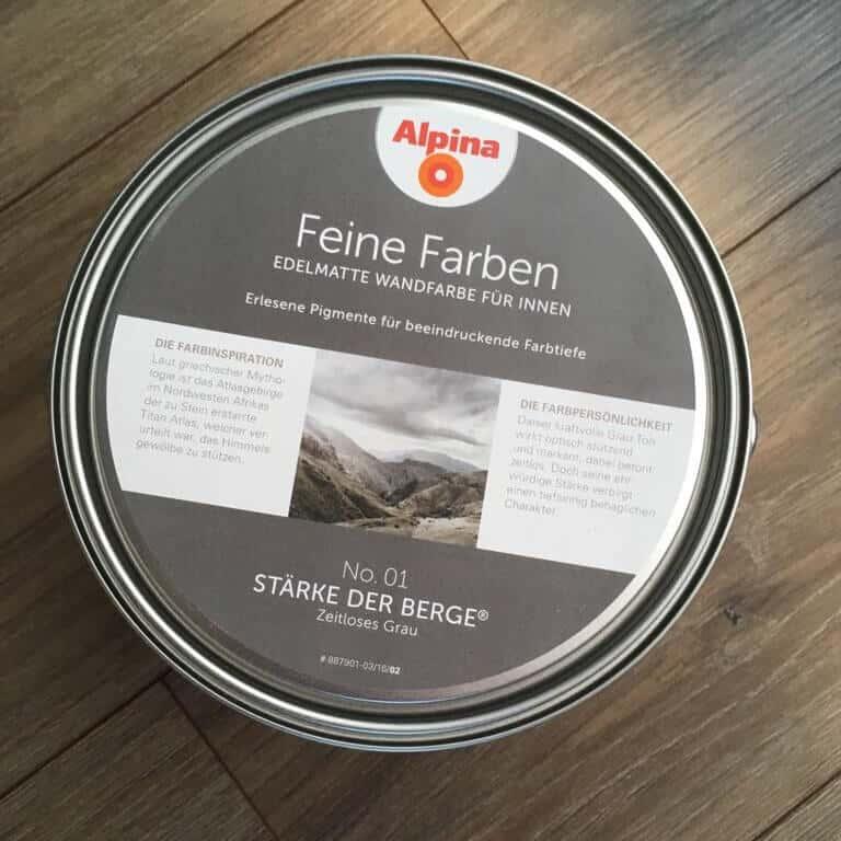 Alpina feine Farben - Stärke der Berge - No. 1 Zeitloses Grau im Wohnzimmer