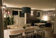 Wohnzimmer streichen - Weiße Möbel passen perfekt zu einer grauen Wand