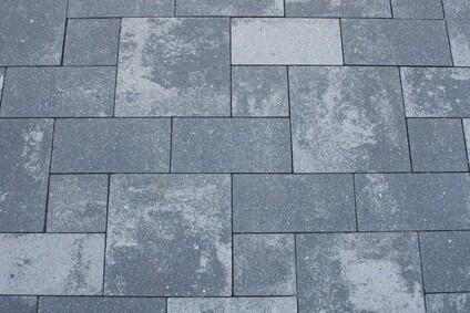 Terrassenplatten aus Beton sind eine langlebige Möglichkeit als Terrassenbelag