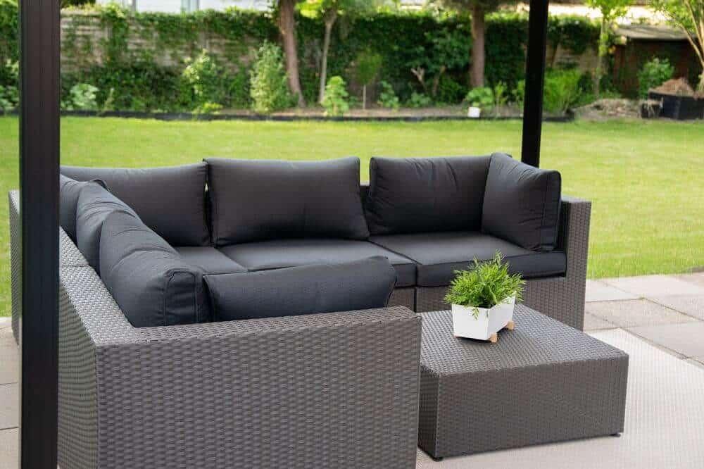 Garten Loungemöbel sind unglaublich bequem und für den Sommer absolut empfehlenswert