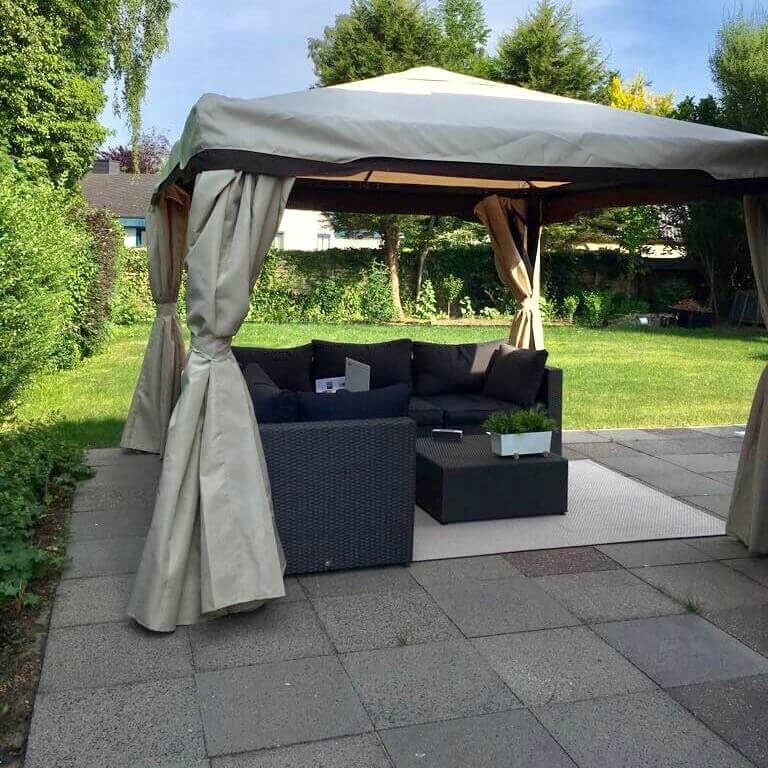 unser gartenpavillon 3x3m mit seitenwand und insektenschutz. Black Bedroom Furniture Sets. Home Design Ideas