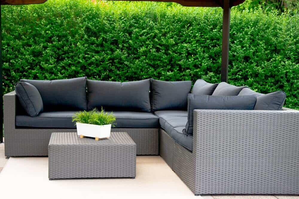 Outdoor Loungemöbel Terrasse - Super bequemes Lümmeln auf der Lounge Ecke im Garten