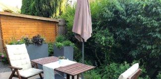 Kleine Sitzecke mit Outdoor Teppich auf der Terrasse