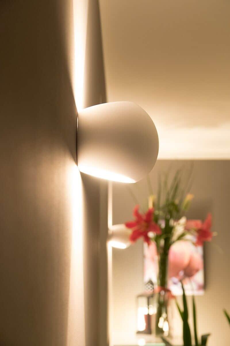 Die dimmbaren LED Wandlampen sehen nicht nur super aus, sondern helfen auch beim Stromsparen