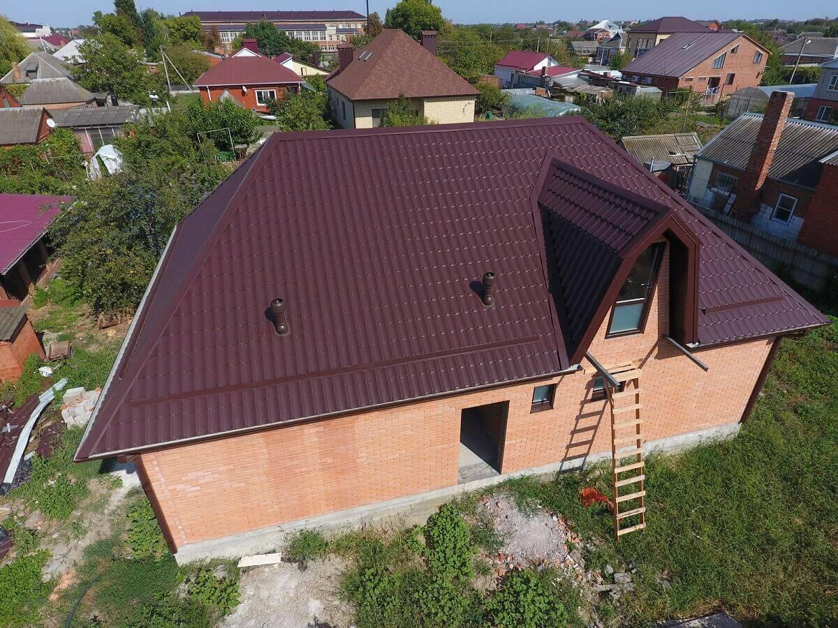 Einfamilienhaus mit Walmdach und Gaube - Aufnahme von oben