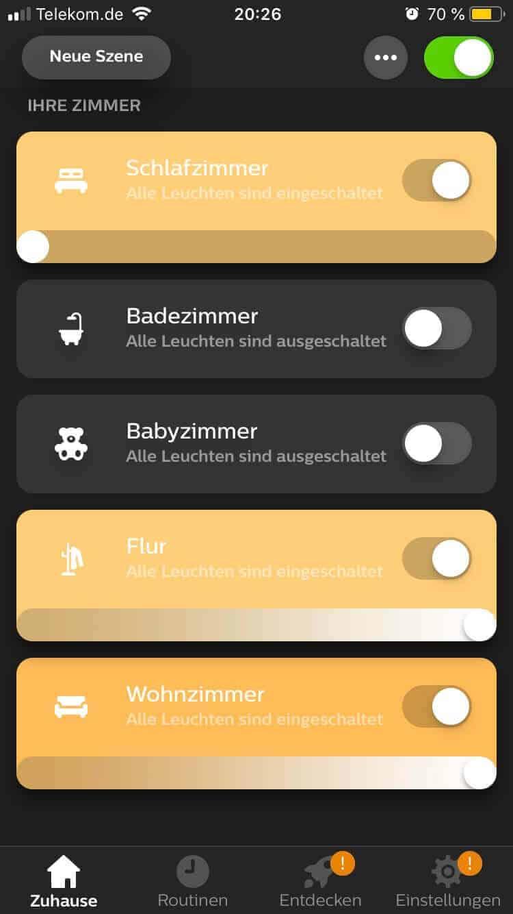 In der Philips Hue App legt man einzelne Räume an und weist die Lampen zu, um diese mit einem Klick an- oder auszuschalten