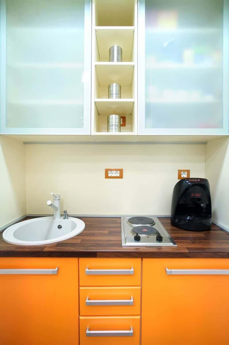 Miniküchen (Pantryküche) können trotz Ihrer geringen Größe sehr hochwertig sein und sich ideal in eine kleine Wohnung integrieren