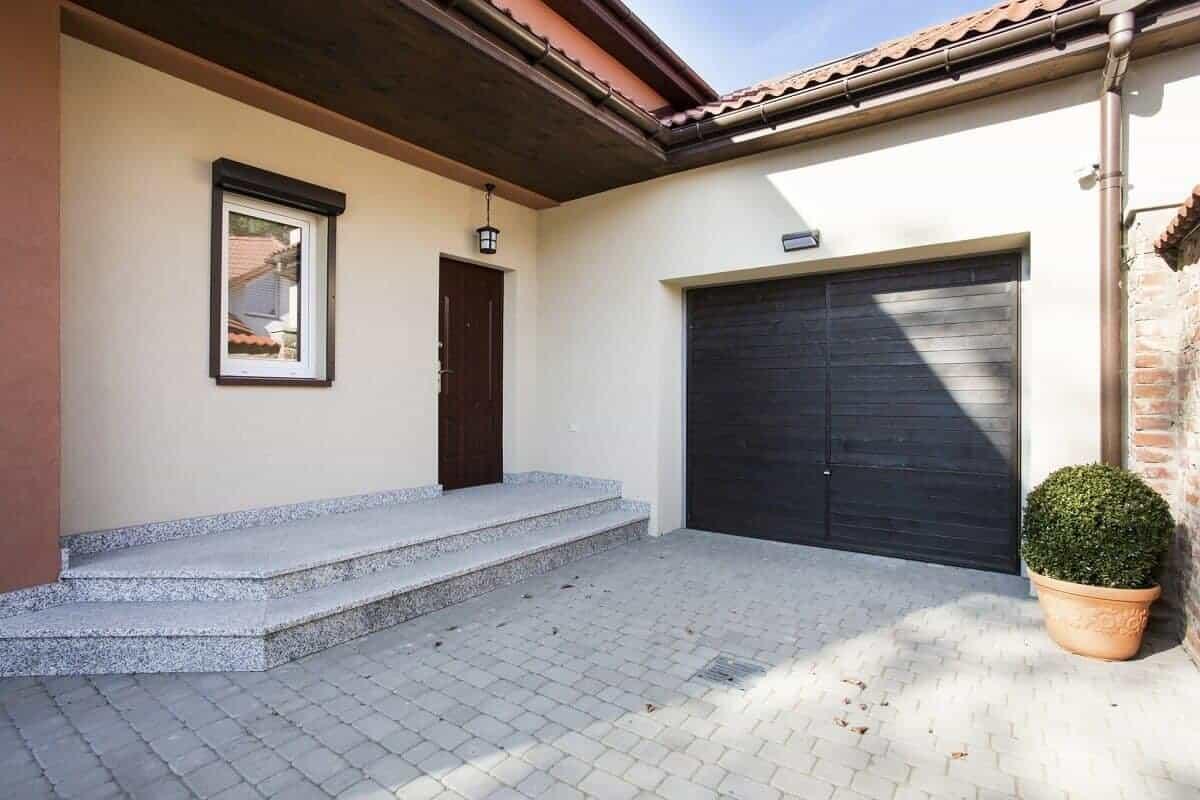 Die Garage ist zwar teurer und aufwendiger, bietet dafür einen erhöhten Schutz vor Einbrüchen und Vandalismus