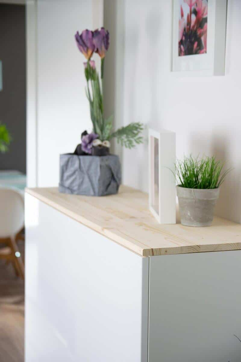 die küchenschränke von ikea haben wir einfach im flur aufgehangen und dadurch jede menge stauraum dazugewonnen