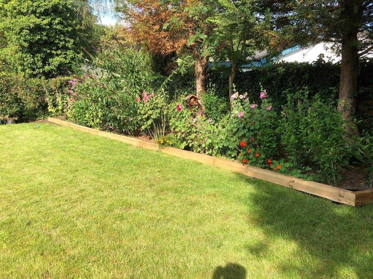 DIY Beeteinfassung Holz - Wir haben mit Gartenschwellen eine eigene Beeteinfassung im Garten gebaut