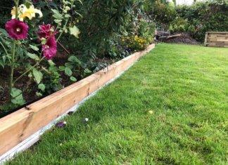 Die Rasenkante aus Metall mit Radlauf bei uns an der Beeteinfassung aus Holz - Der Rasenmähroboter kann kommen
