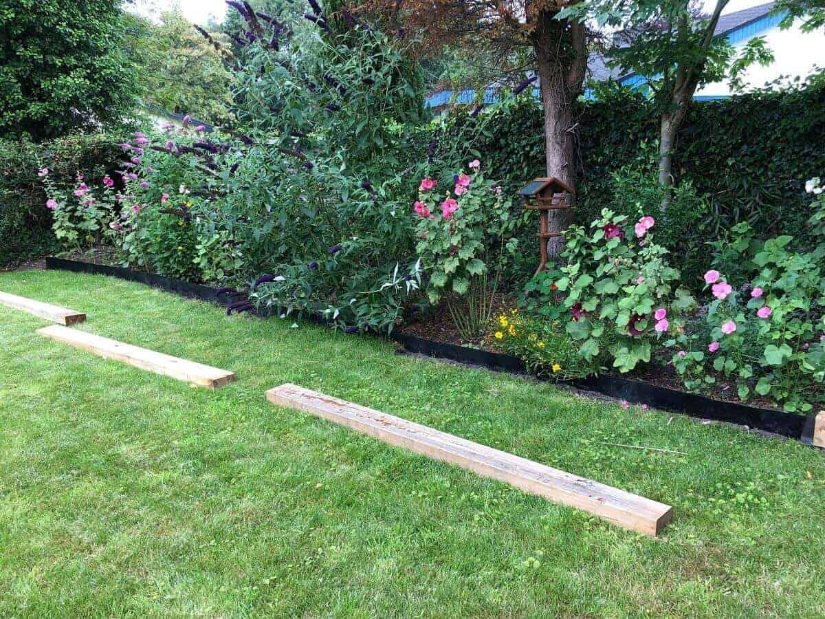 Unsere Beeteinfassung besteht aus sechs Gartenschwellen mit einer Länge von insgesamt 15 Metern