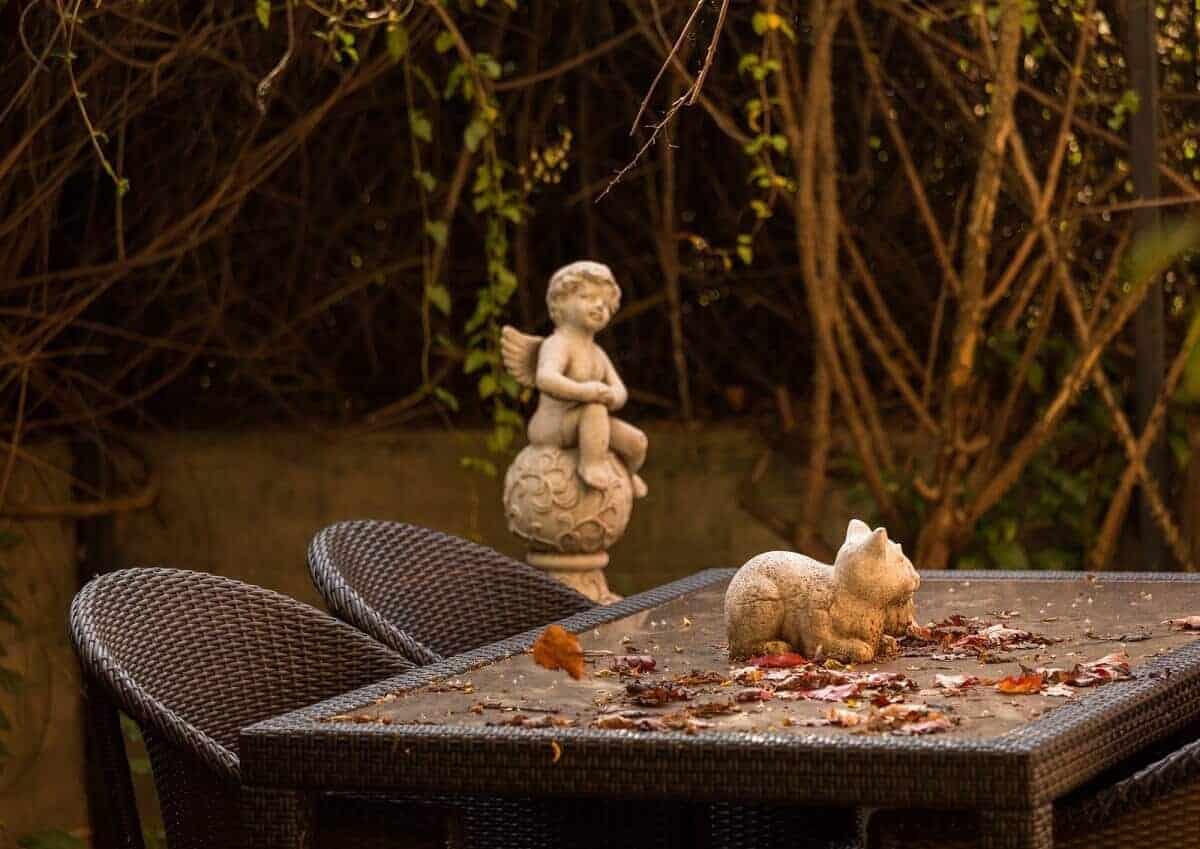 Im Winter sollten Möbel besser untergestellt werden, damit sie unter den Temperaturen nicht zu stark leiden