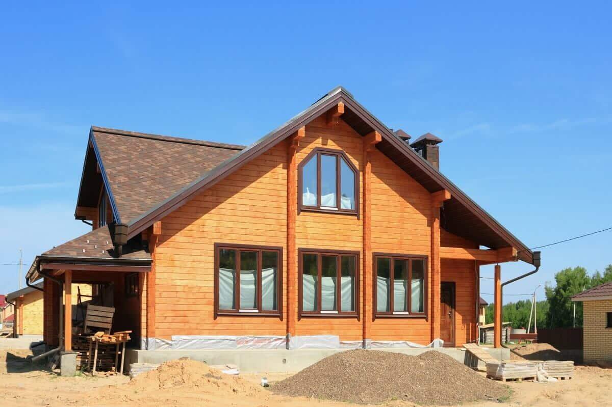 Lärche und Fichte eignen sich gut als Holz für die eigene Fassade