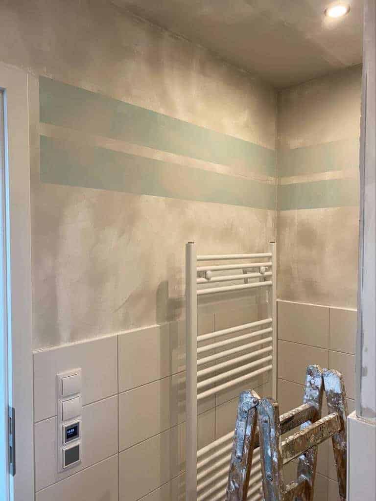 alle wände im badezimmer wurden neu verspachtelt und geschliffen