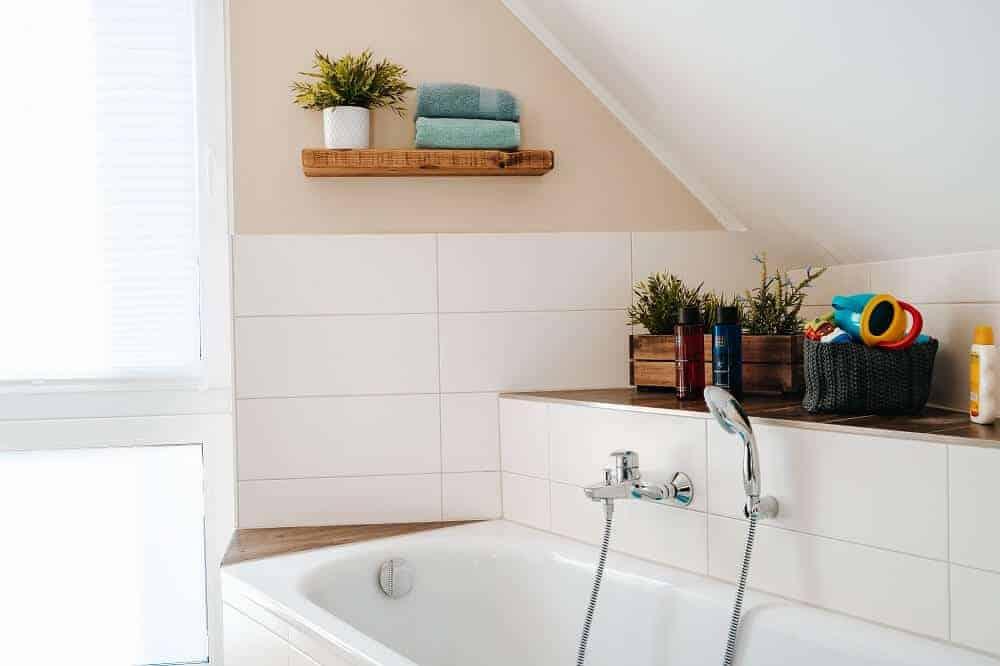 auch die neuen regale passen perfekt in das badezimmer