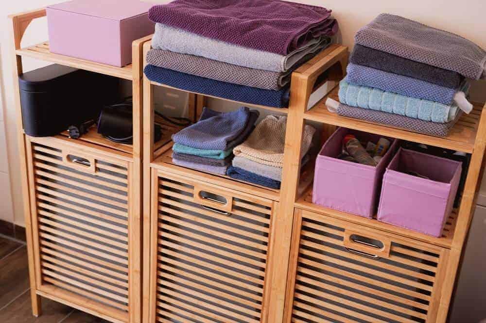 die badregale sehen nicht nur super aus sondern sind mit den versteckten wäschekörben auch extrem praktisch