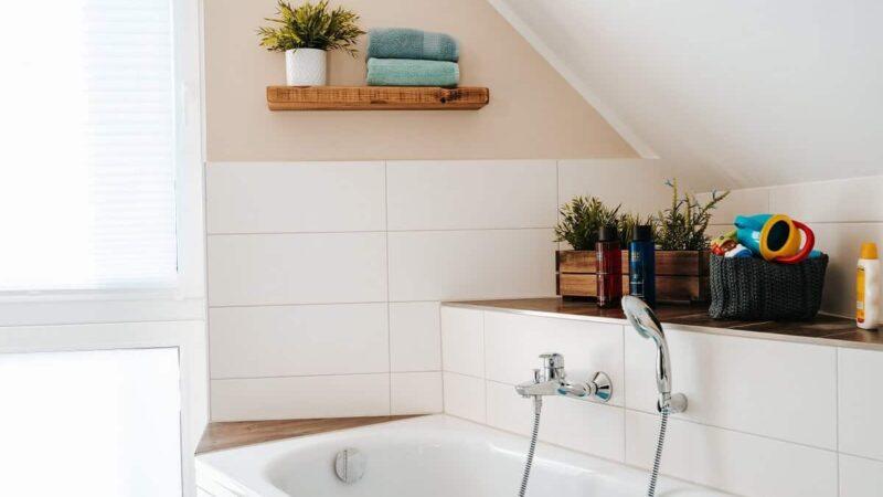 Schweberegale und etwas Deko - Wir verschönern unser Badezimmer und machen es mit wenigen Handgriffen wohnlicher