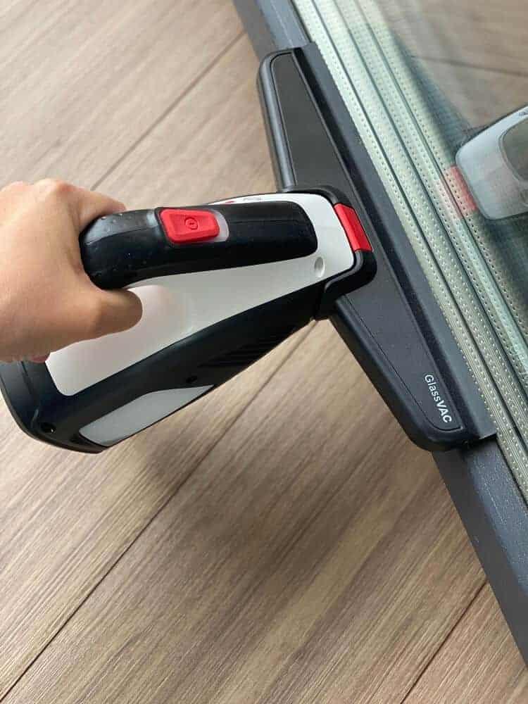 Der Fenstersauger GlassVAC von Bosch überzeugt durch seine Kompaktheit und Leistungsstärke