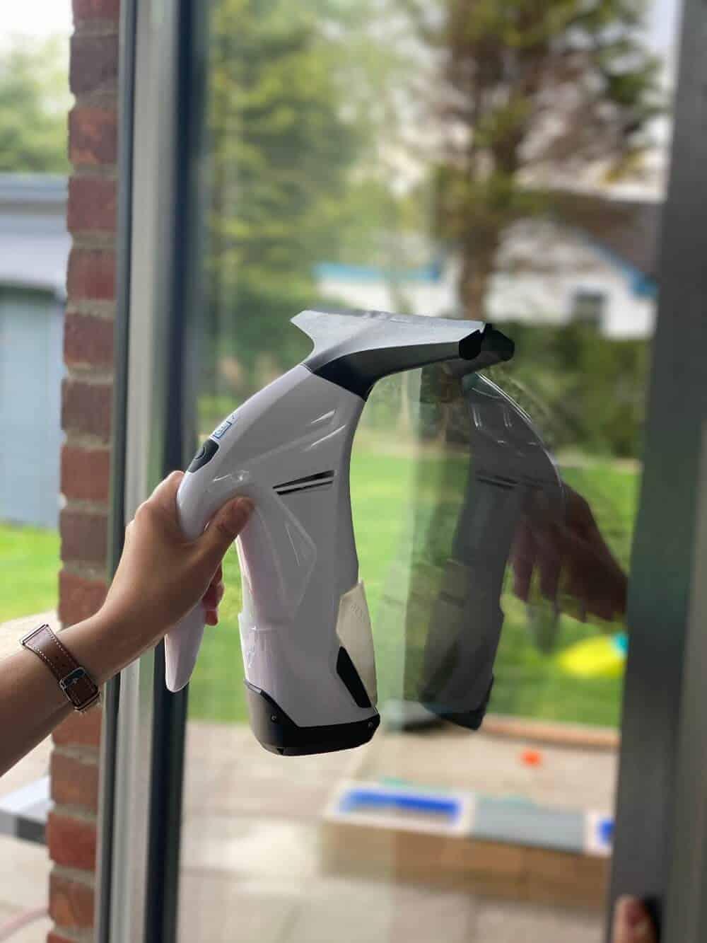 Der Fenstersauger vom Discounter hat ein gutes Reinigungsergebnis, leider hat der Akku aber nicht sonderlich lange gehalten