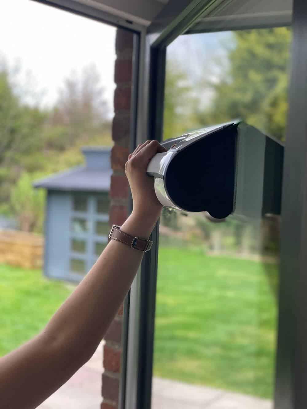 Mit dem Fenstersauger von Vorwerk macht das Fenster putzen richtig spaß