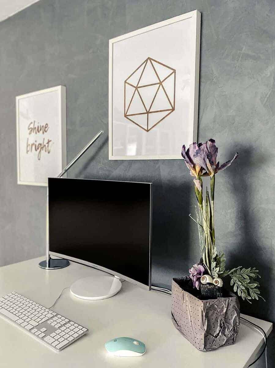 Ich liebe meine Wand in Betonfarbe, das Ergebnis ist der absolute Knaller im Arbeitszimmer und 100% empfehlenswert