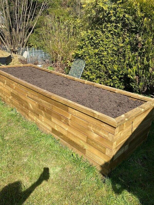 Hochbeet aus Holz - Bausatz aufbauen und Beet befüllen