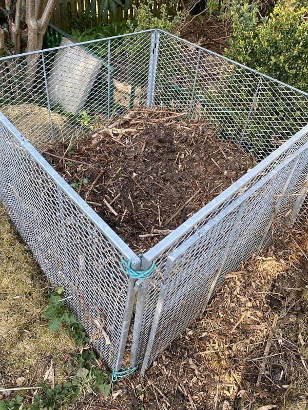 wir haben für unser hochbeet kompostierte erde aus unserem garten verwendet