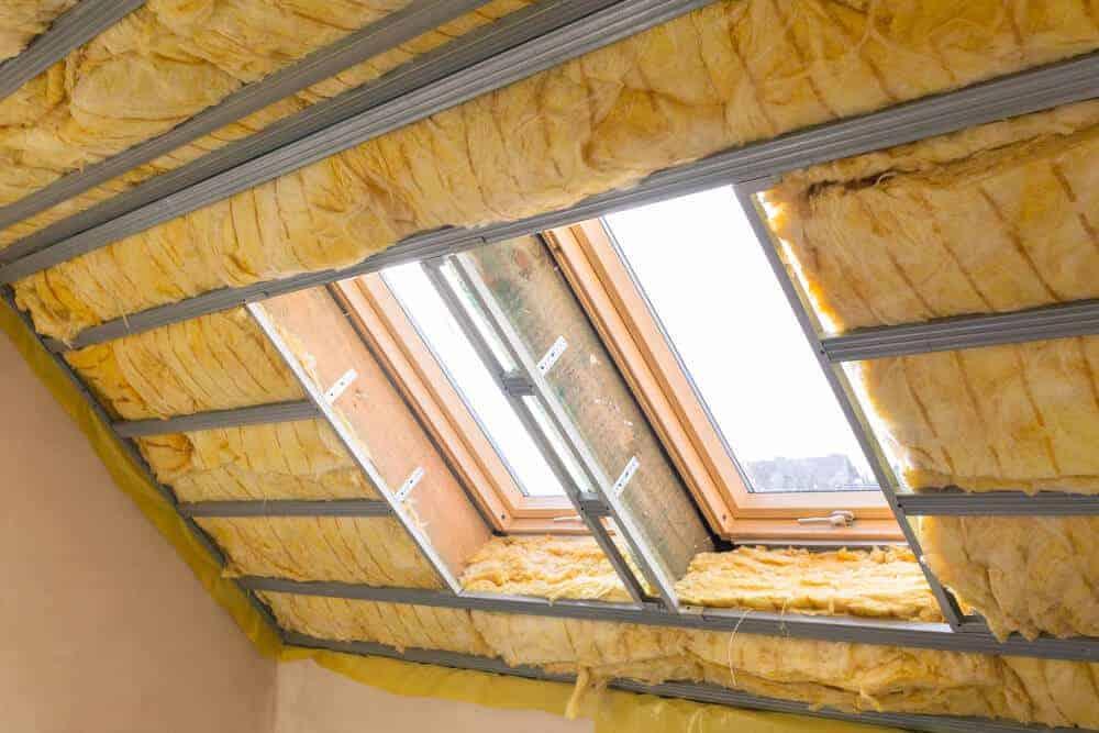 die verwendeten materialien beim dach und der dazugehörigen isolierung bestimmen den wärmedurchgangskoeffizienten