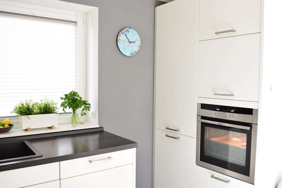 eine komplette küche im neubau kostet meist mindestens euro nach oben gibt es natürlich keine limits